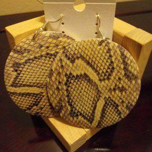 🇺🇸3/$30 Tan Snakeskin Animal Print Wood Earrings